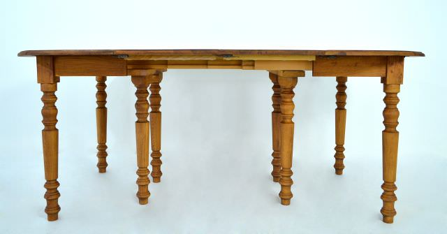 Masa extensibila ovala Roge - un model aparte replica dupa o varianta de 100 de ani