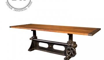 Mobilă și mobilier antic sau vintage sau steampunk