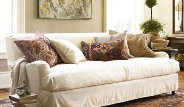 Amenajarea livingului cu seturi de canapele albe