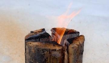 Cum să faci focul pe lemne în stil suedez