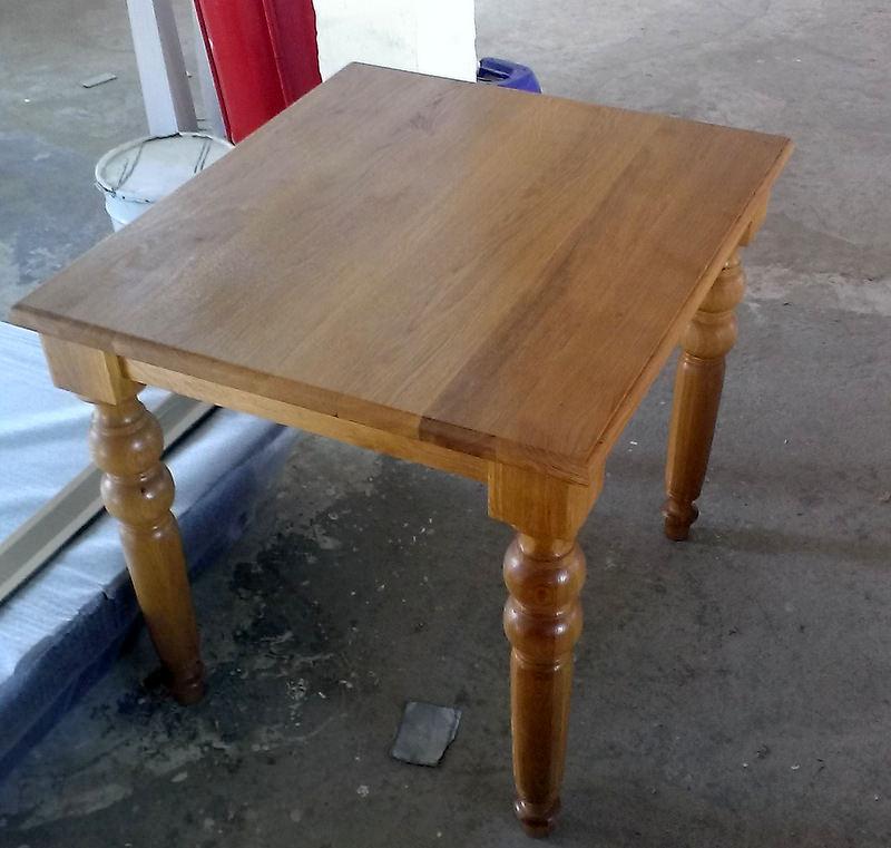 strunjirea lemnului - masa cu picior strunjit