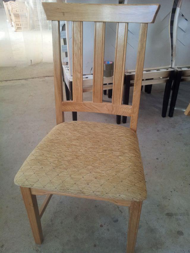 scaun de lemn simplu