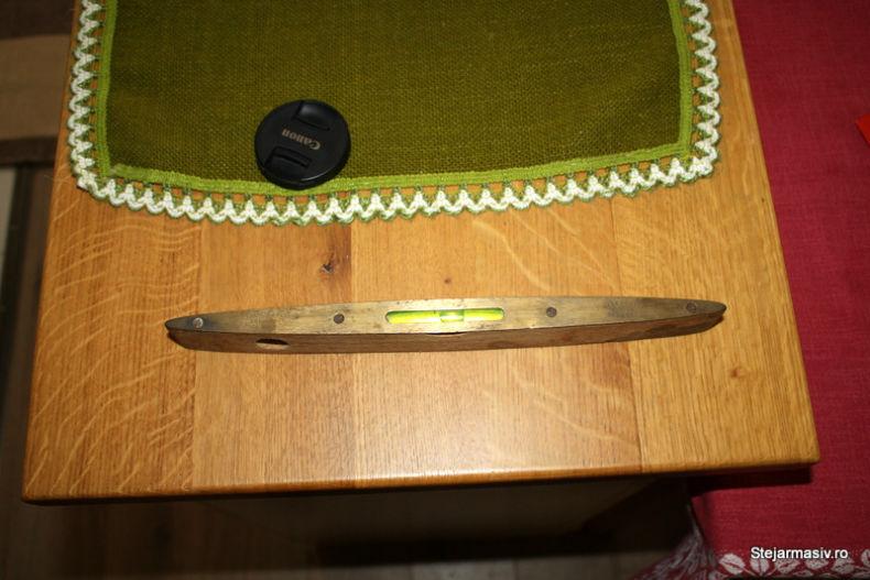 obiecte vechi din lemn - nivela cu bula de aer
