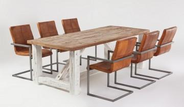 Masa din brad și scaune metalice cu piele