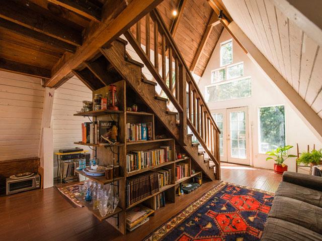 casa pe structura de lemn cu forma literei a. Black Bedroom Furniture Sets. Home Design Ideas