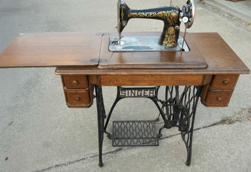 value of singer sewing machine in wood cabinet