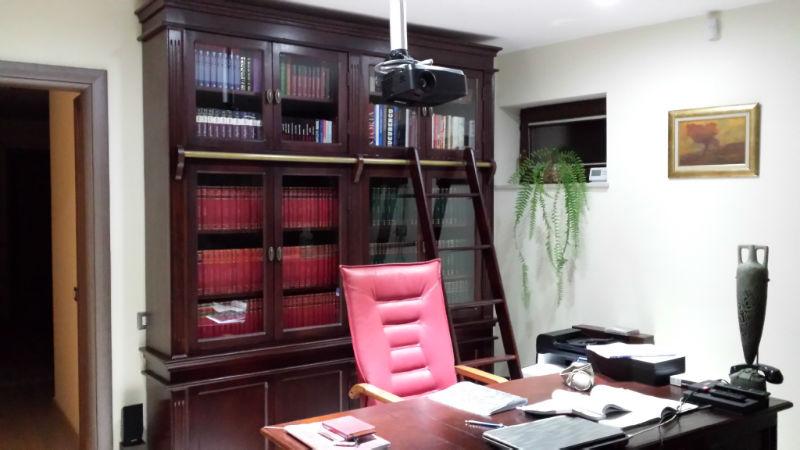 biblioteca si birou din lemn masiv