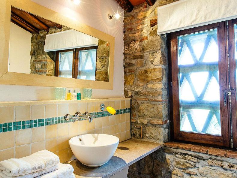 lavoar modern geamuri cu zăbrele - Toscana
