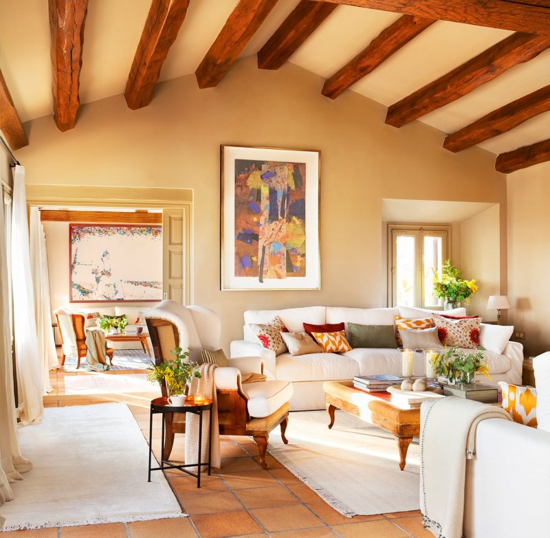 Casa mediteraneana a unei nopti de vara - Decoracion con vigas de madera ...