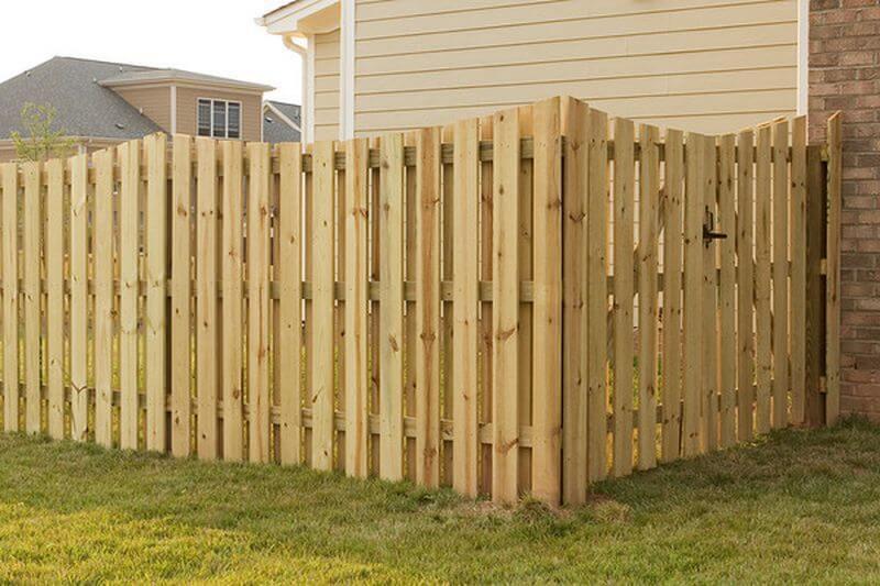 gardul din lemn