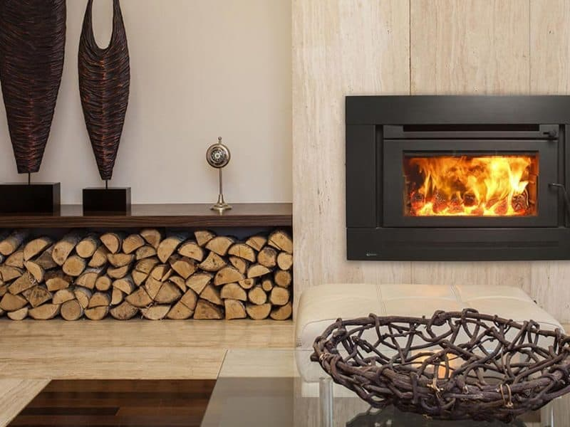 stiva de lemne la interior