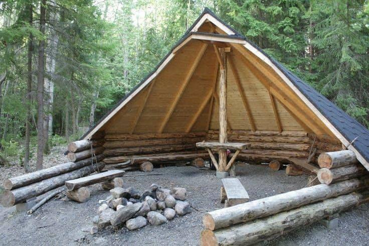 cort din lemn pentru zona de vatra de foc