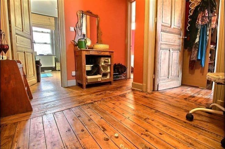 interior cu podele din lemn case din Belgia