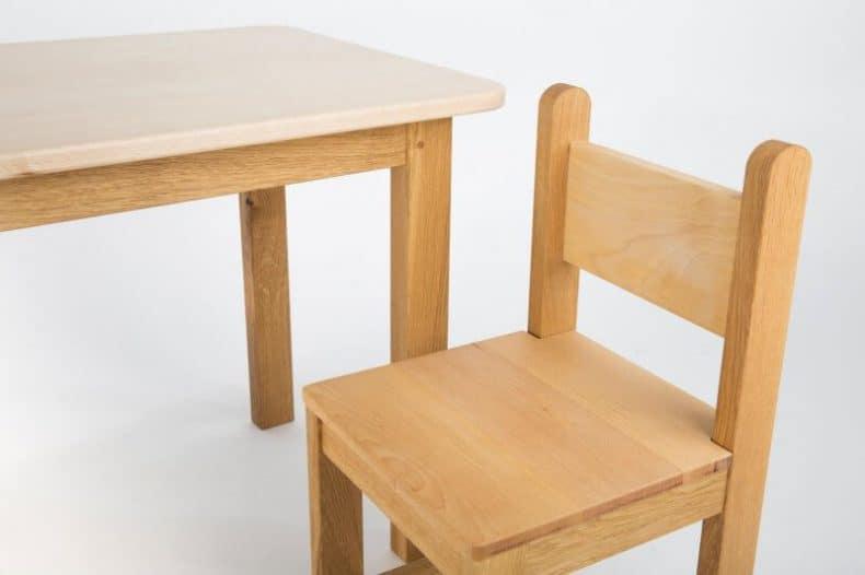 detaliu scaun pentru grădiniță masuta cu doua scaune