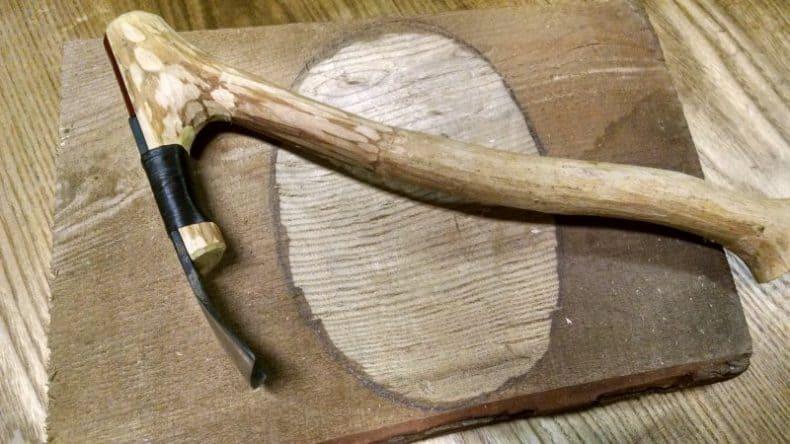 tesla din lemn si metal