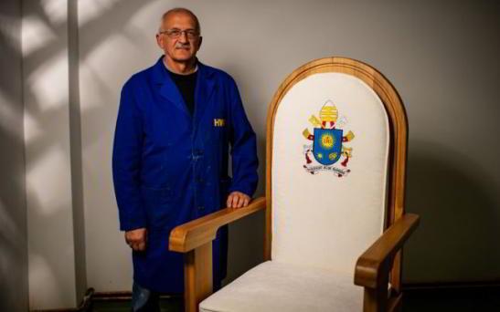Scaunul Papal Valger Lemn Wood IQ Stejar Masiv