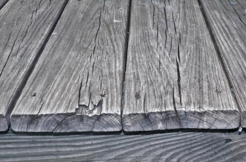 lemn după actiunea razelor UV
