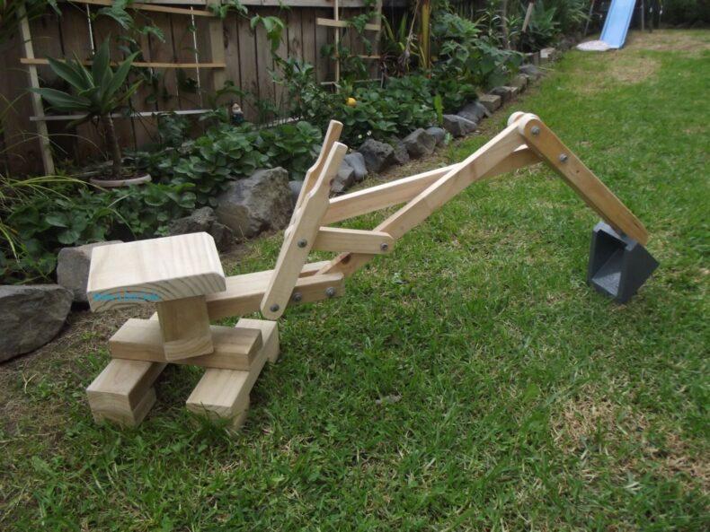 sandpit digger - excavator din lemn
