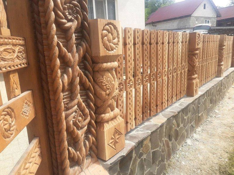 sculptură în stejar - poarta maramureșeană - casa din lemn garduri din lemn sculptat (1)